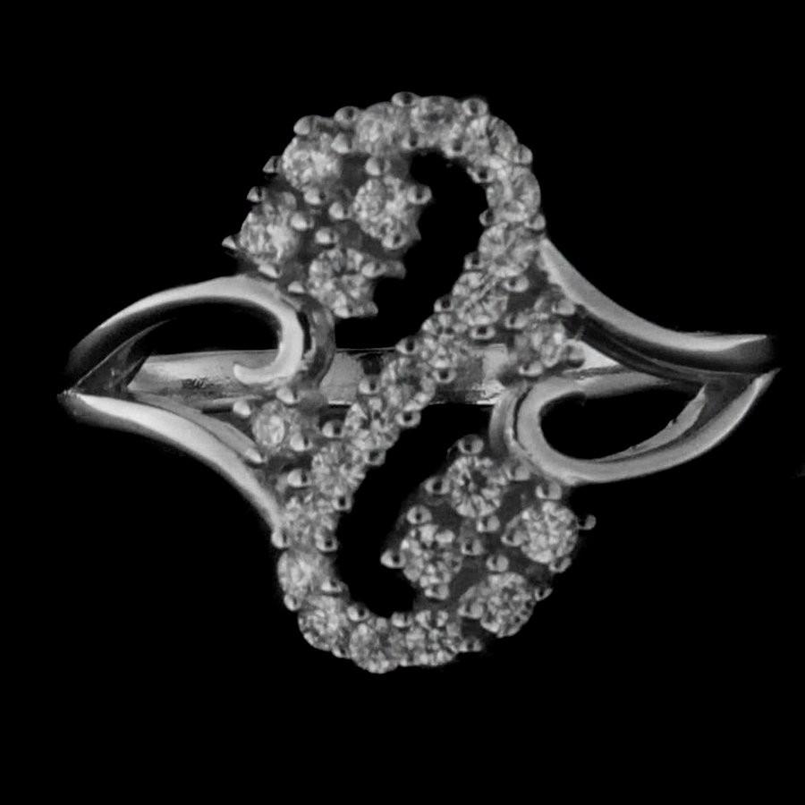 Levně Stříbrný prsten 38126