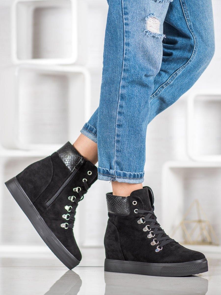 Stylové kotníčkové boty černé dámské na klínku