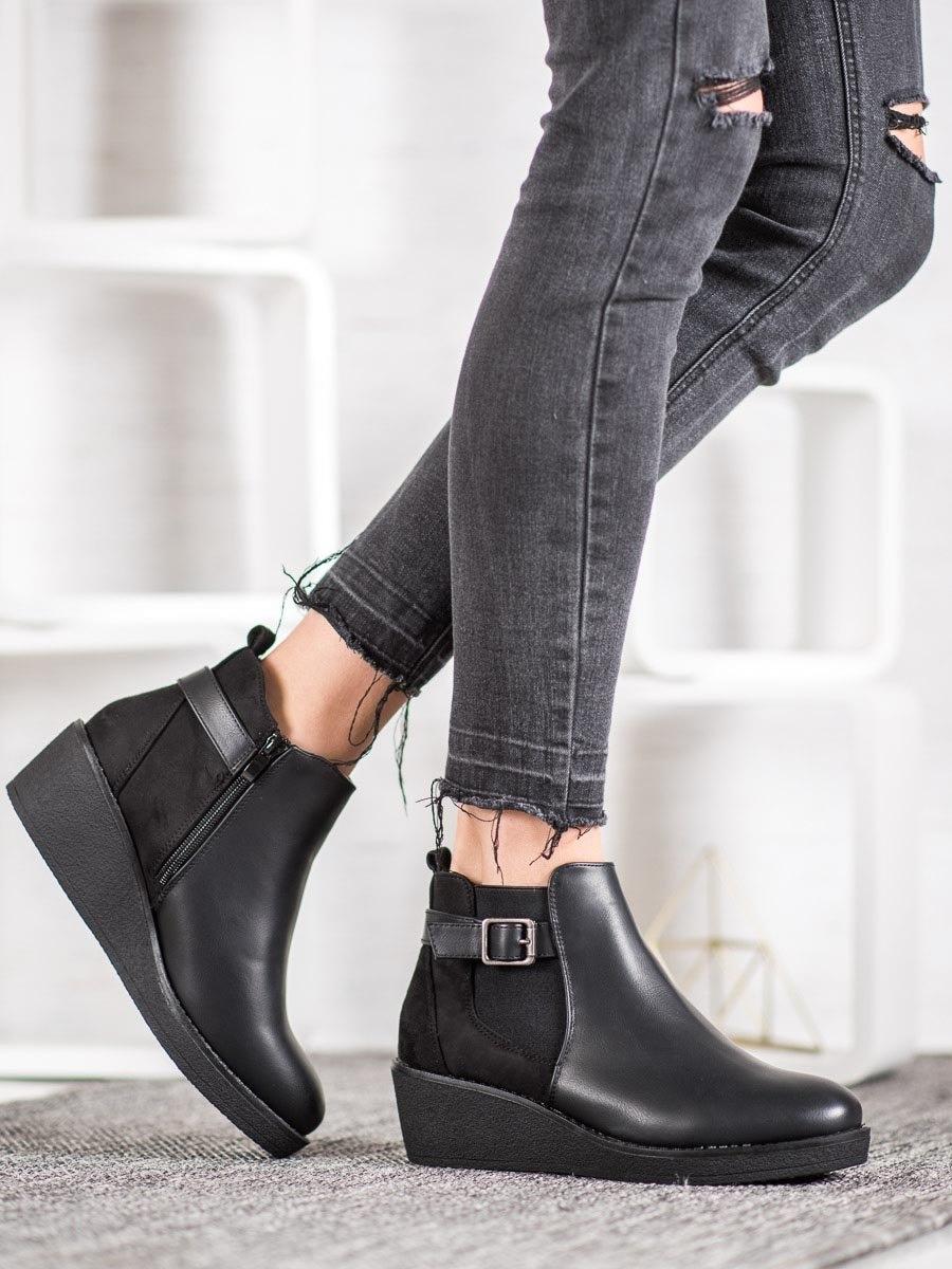 Trendy černé kotníčkové boty dámské na klínku