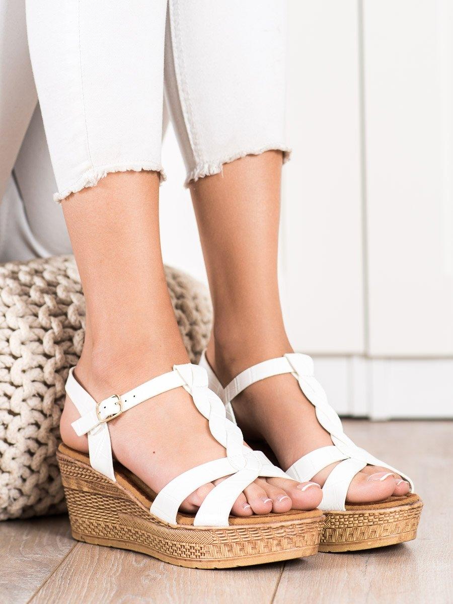 Trendy dámské bílé sandály na klínku