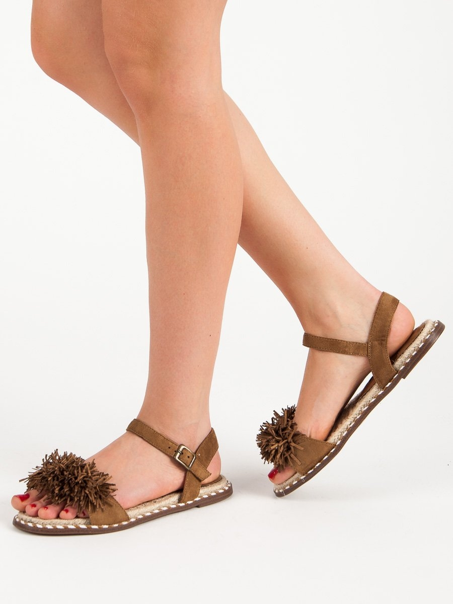 f4a335240baa Trendy hnědé dámské sandály bez podpatku