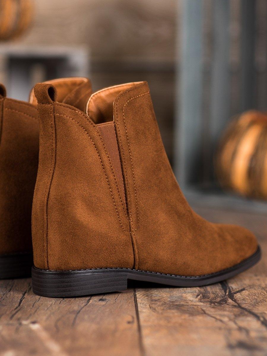 Trendy hnědé kotníčkové boty dámské na klínku