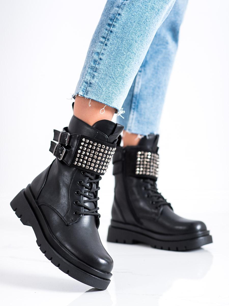 Výborné černé kotníčkové boty dámské bez podpatku