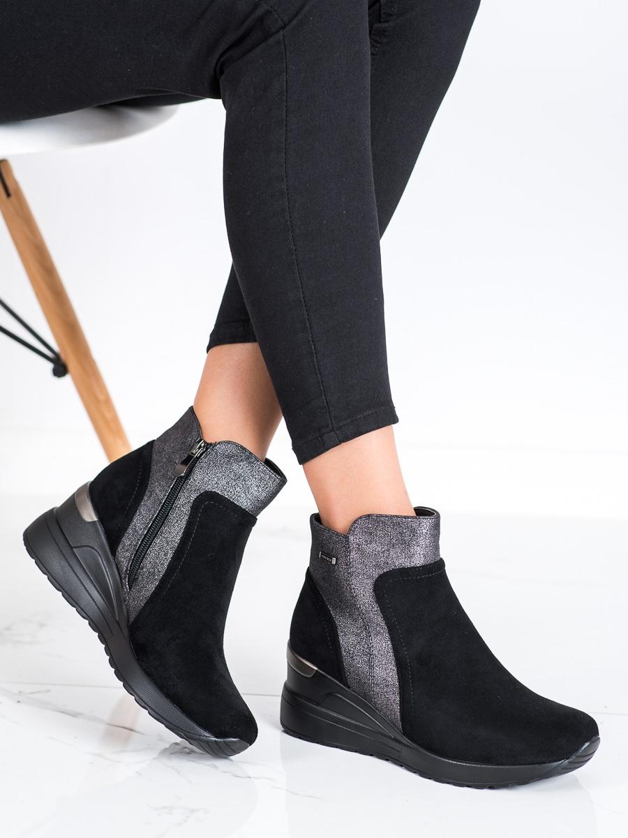 Výborné dámské černé kotníčkové boty na klínku
