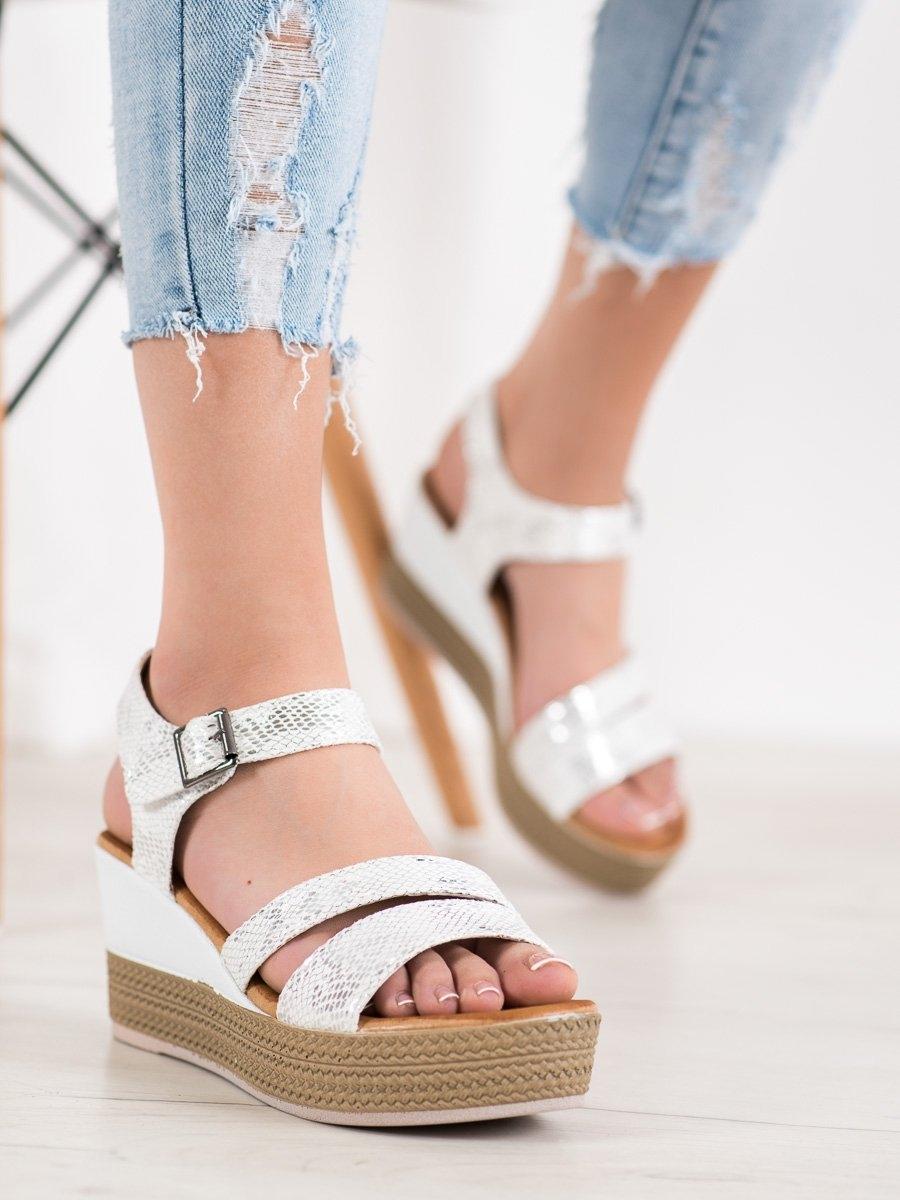 Výborné sandály bílé dámské na klínku